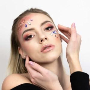 sesja kobieca z sylwestrowym makijażem