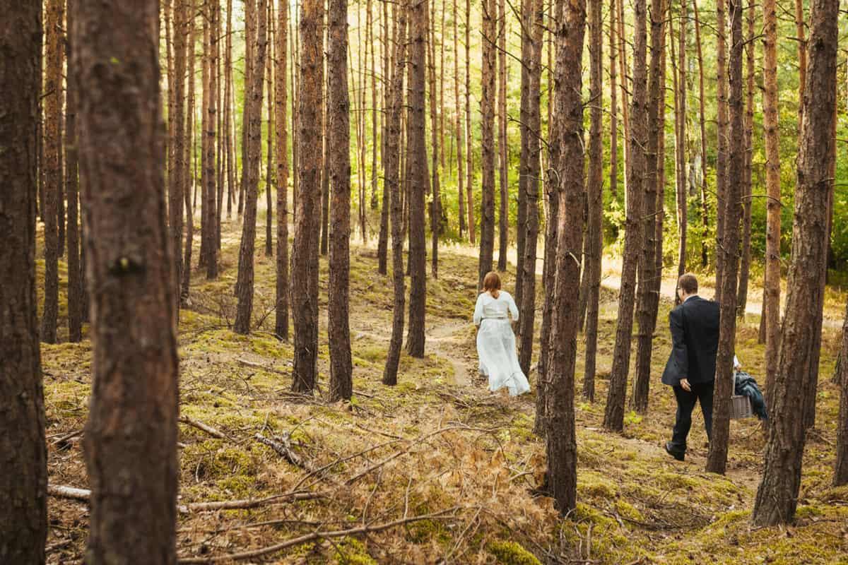 Weronika Bolek Fotograf ślubny, romantyczne zdjęcia plenerowe, sesja ślubna w lesie