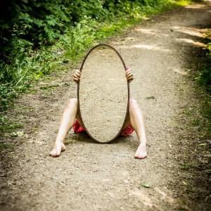 artystyczne zdjęcia z lustrem fotografia plener