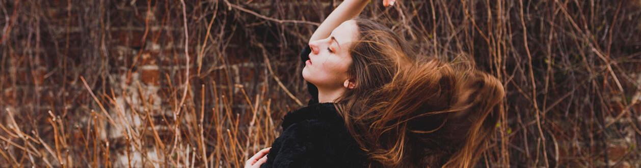 marta sesja kobieca w ogrodzie oliwskim