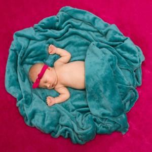 fotografia niemowlęca, fotografia dziecięca, zdjęcia noworodkowe, dziecko z kokardką